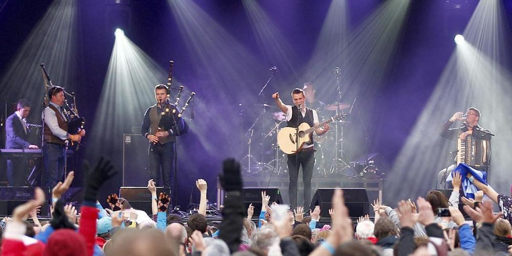 Robert performing onstage with Skipinnish