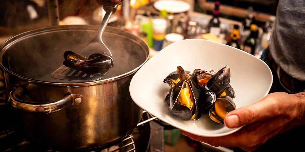 mussels being cooked